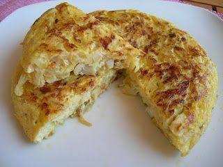 Tortilla de patatas con bacalao y cebolla